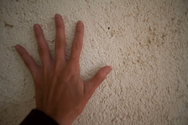 Vue raprochee de la texture de l'enduit chanvre