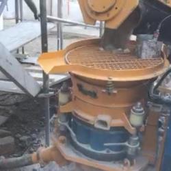 Machine de malaxage continu et de projection par voie sèche